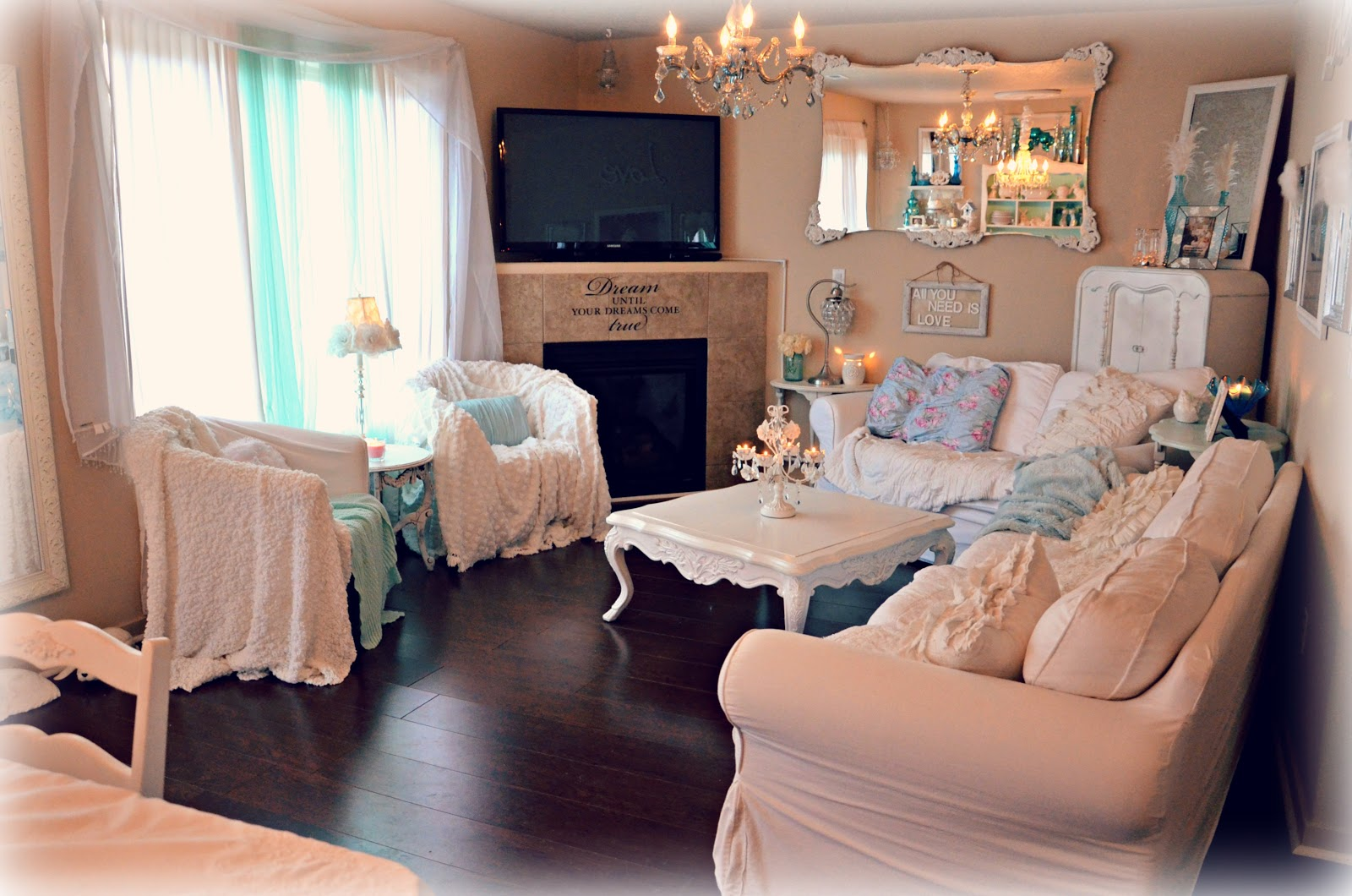 Shabby Chic: Living Room Furniture Mix Up