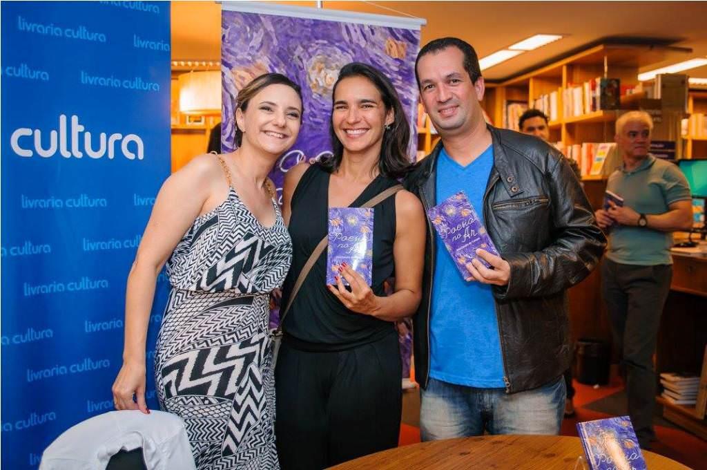 Noite de autógrafos do livro Poesia no Ar