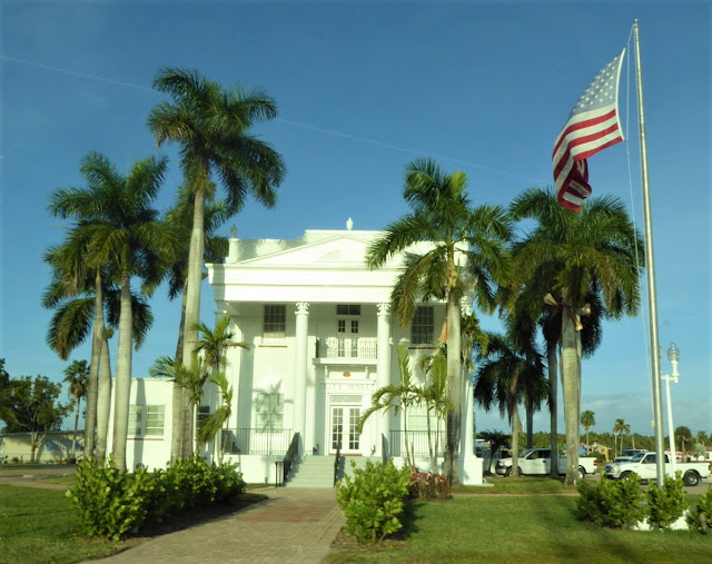 Old Collier County Courthouse a everglades city