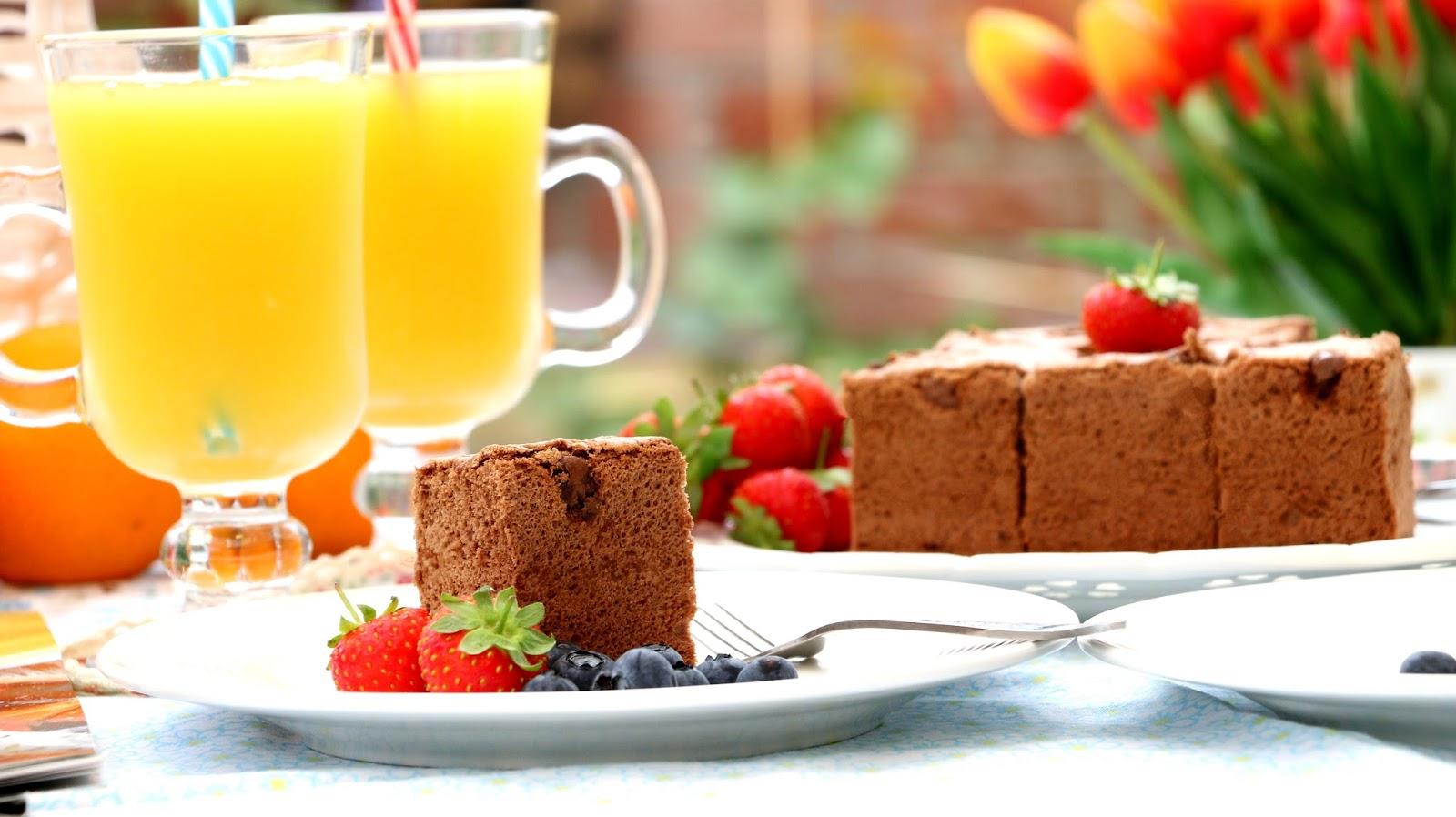 Josephine 39 s recipes chocolate chip sponge cake for Chocolate sponge ingredients