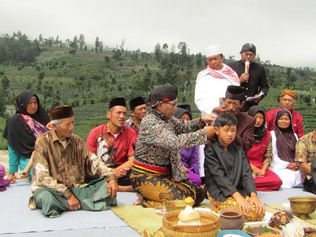 Melihat Ritual Cukur Rambut Gombak Desa Cepit Pagergunung Temanggung