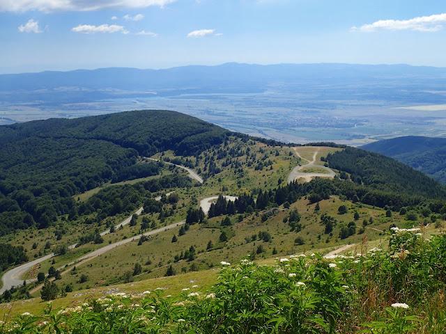 Widoki na Dolinę Róż ze szczytu Buzłudży