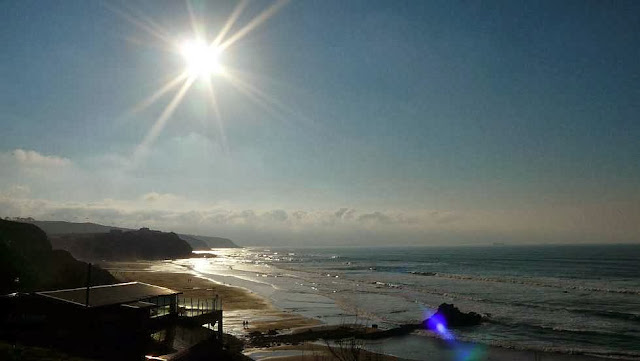 el sol calentando la playa de sopelana