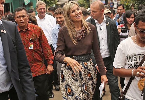 Queen Maxima wears Mille Collines Maaike Maxi Skirt, and wore salvatore ferragamo jelly flat shoes, monies jewelry bracelet