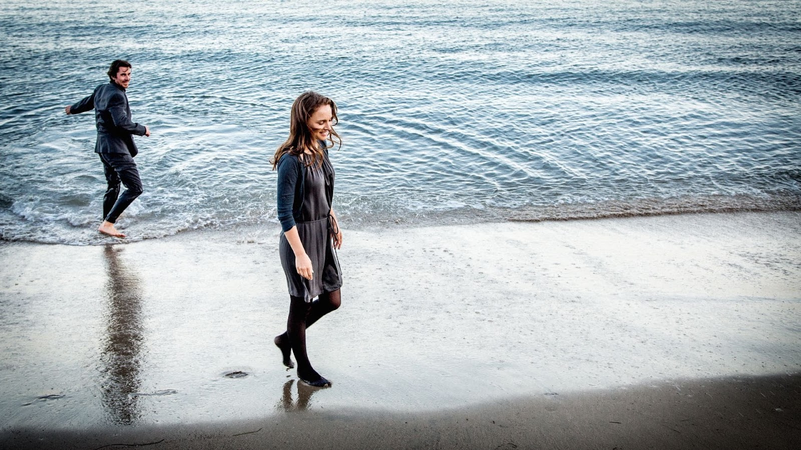 Knight of Cups Christian Bale and Natalie Portman at the beach
