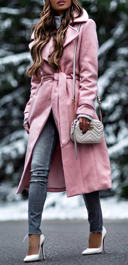 pretty cool winter outfit / pink coat + bag + sweater + grey skinny jeans + heels