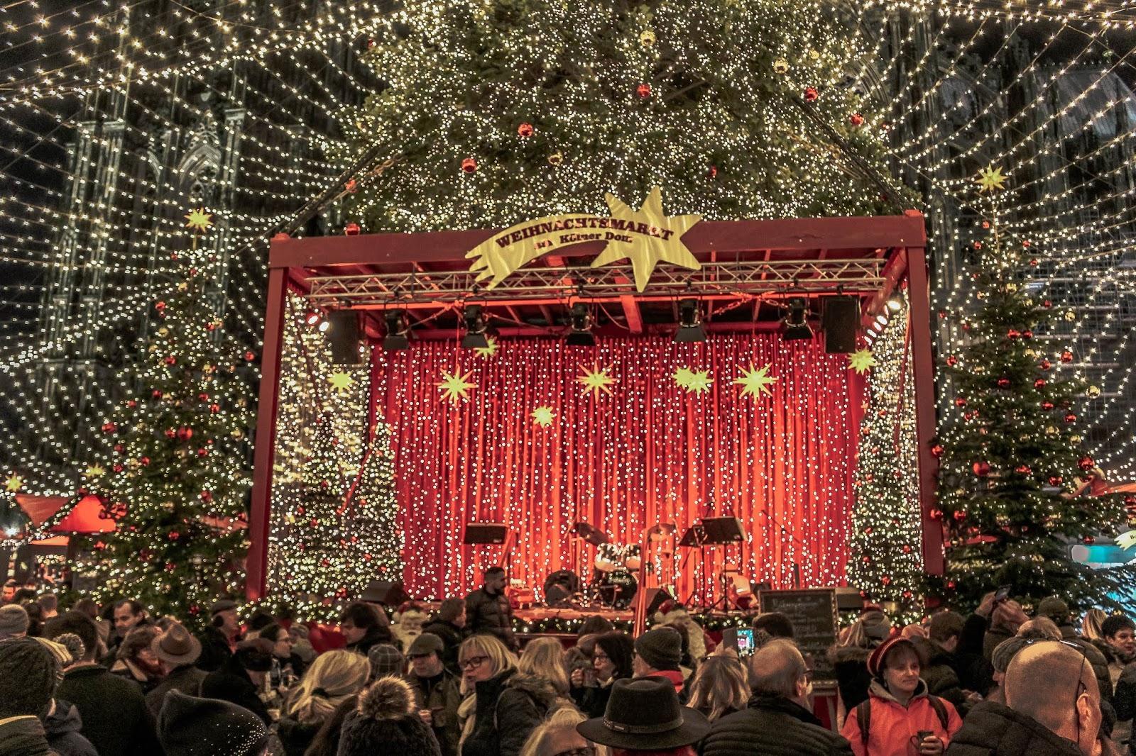 Weihnachtsmarkt Kölner Dom Centre Stage
