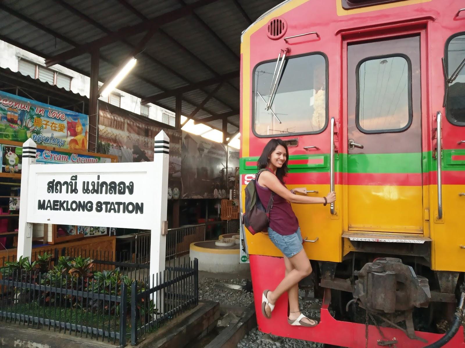 Visiting Maeklong Railway Market, Thailand | Ummi Goes Where?