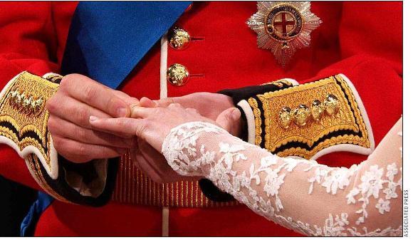 f432cc0cc697 La argolla de matrimonio fue hecha por joyeros galeses que usaron una  pepita de oro que la reina Isabel le entregó al príncipe tras el  compromiso