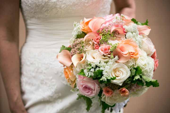 flora nova design the blog romantic wedding in peach coral and cream. Black Bedroom Furniture Sets. Home Design Ideas