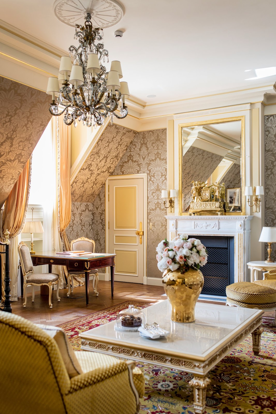 Glamorous spaces the ritz paris hotel on place vend me for Hotel chic decor