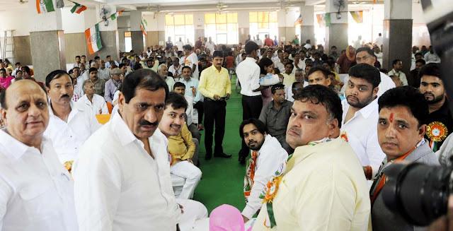 congress-leader-lakhan-singla-sector-19-party-sammelan-faridabad