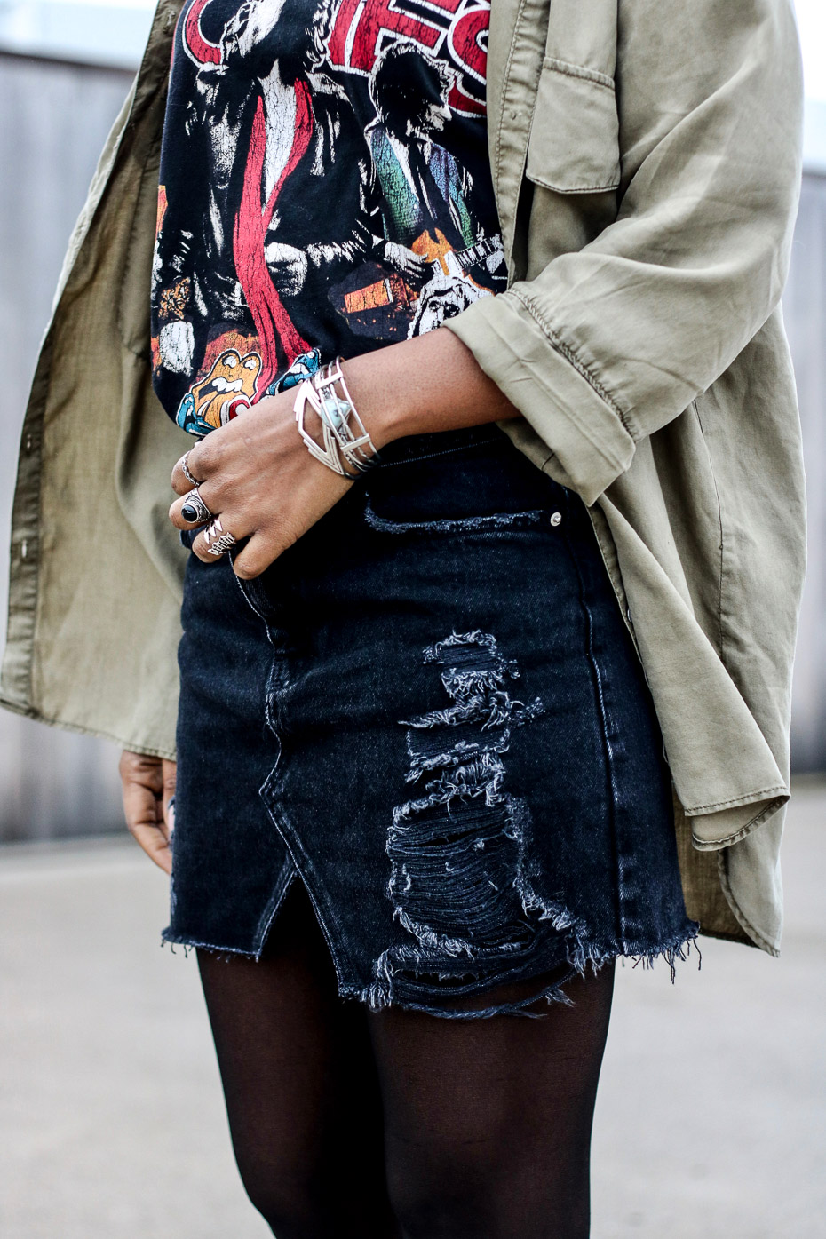 jupe-dechiree-et-tee-shirt-rolling-stones