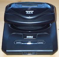 Videoconsola SEGA MegaDrive 32X, se puede apreciar su forma de seta