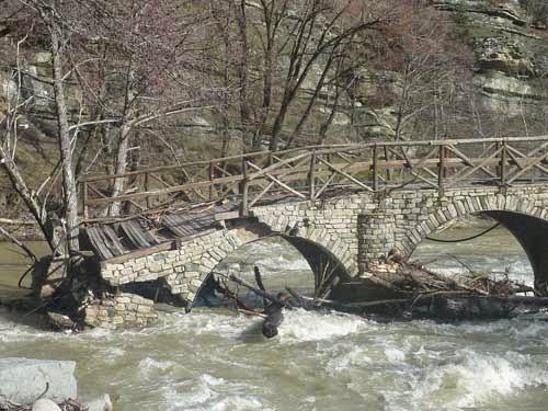 Τεράστιες οι καταστροφές στον χώρο του River Party στο Νεστόριο (φωτο)