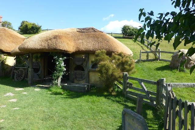 thatched-roof-hobbiton-matamata