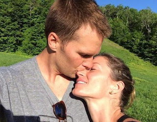 Rob Gronkowski kisses her girlfriend Camille