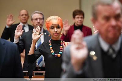 Trump Desak Ilhan Omar, Muslimah Pertama di Kongres Mundur