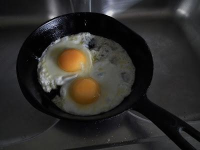 munan paisto, tiskipöytä, muna