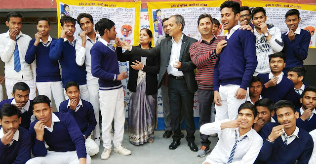 Late tablets to students on national worm day at Government School of Sarai Khwaja