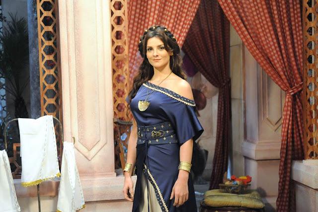 Os dez mandamentos segunda temporada, Tanya (Carolina Chalita) figurino