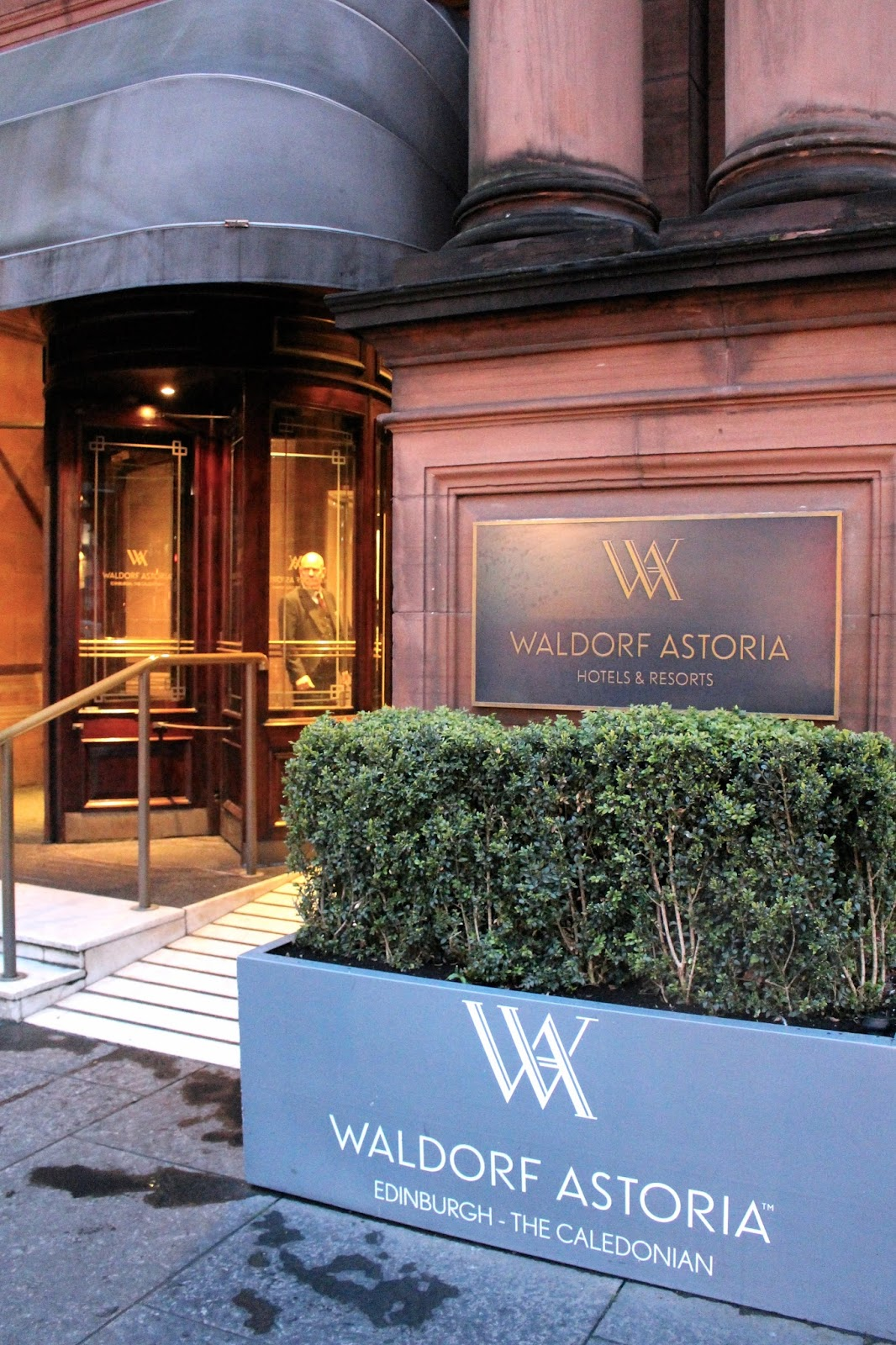 waldorf astoria edinburgh the caledonian entrance