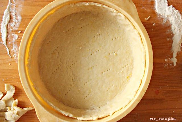 ягодный пирог со сметанной заливкой