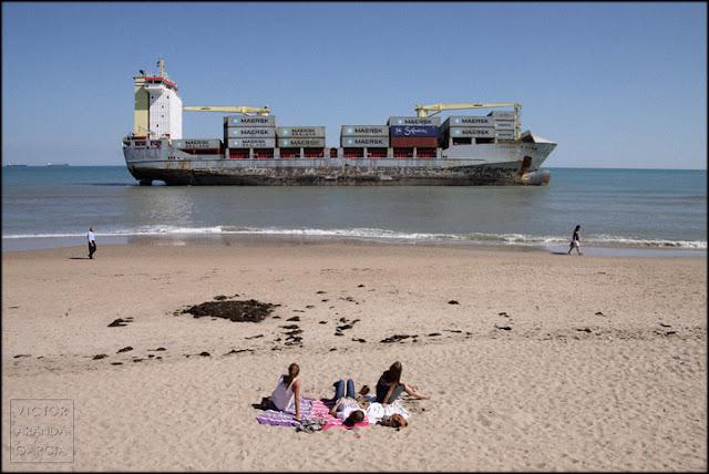 fotografia,colapso,transporte,mercancias,energia,playa,barco,arriba-extraña