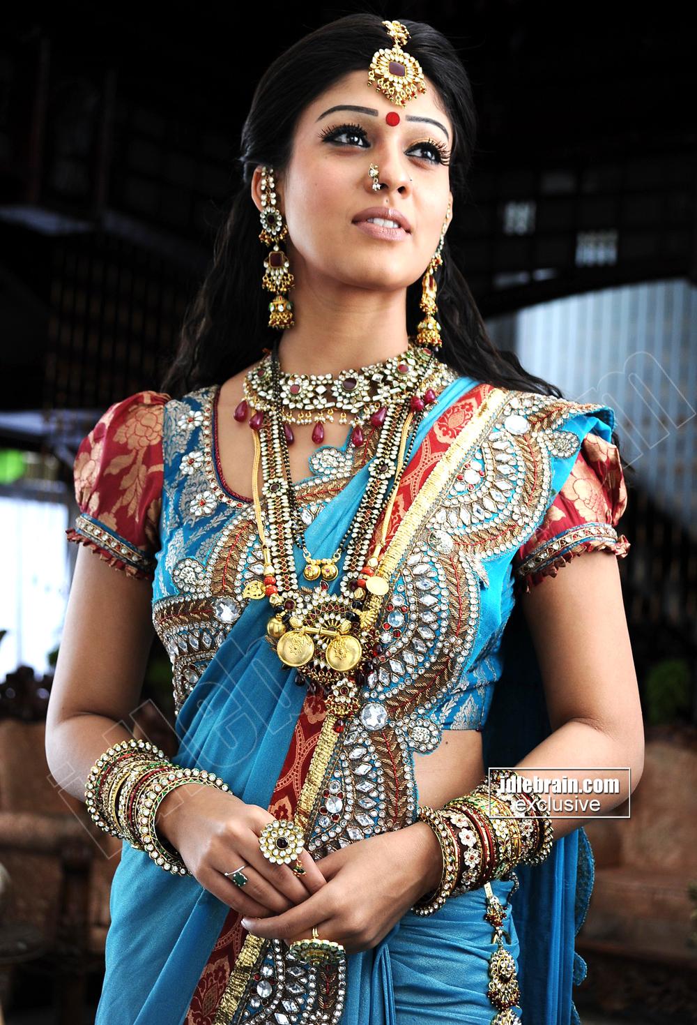 Hot Indian Actress Blog Actress Nayanthara Hot Looks In -9336