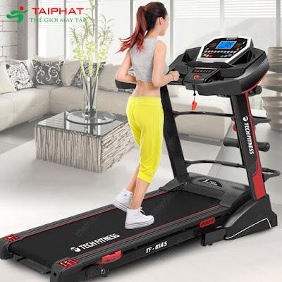 Tập máy chạy bộ giảm cân tại nhà mỗi ngày.
