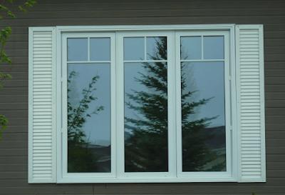 jendela minimalis putih