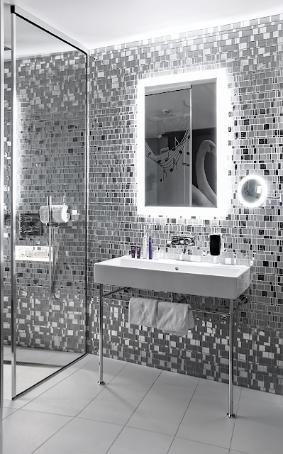 Interior Design bathrom tiles glitter silver