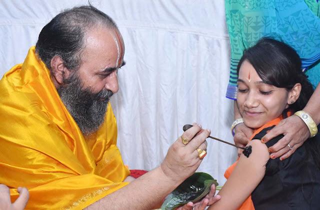 Swami Purushottamacharya gave the gurus to Navadakshithis in Shri Siddhada Ashram
