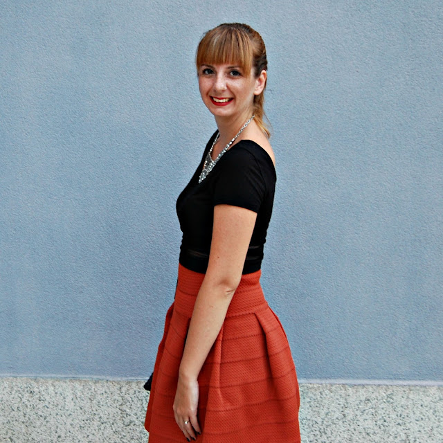 http://sanjaburgundy.blogspot.com/2015/09/the-orange-skirt.html