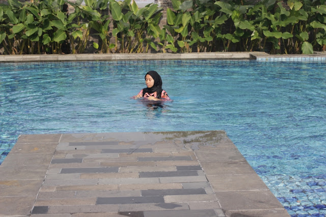 kolam renang alila solo