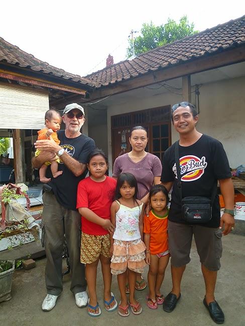 Con la familia de Dewa
