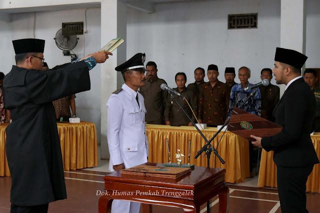 Bupati Emil Dardak, Lantik Suhartono Menjadi Penjabat Kepala Desa Munjungan