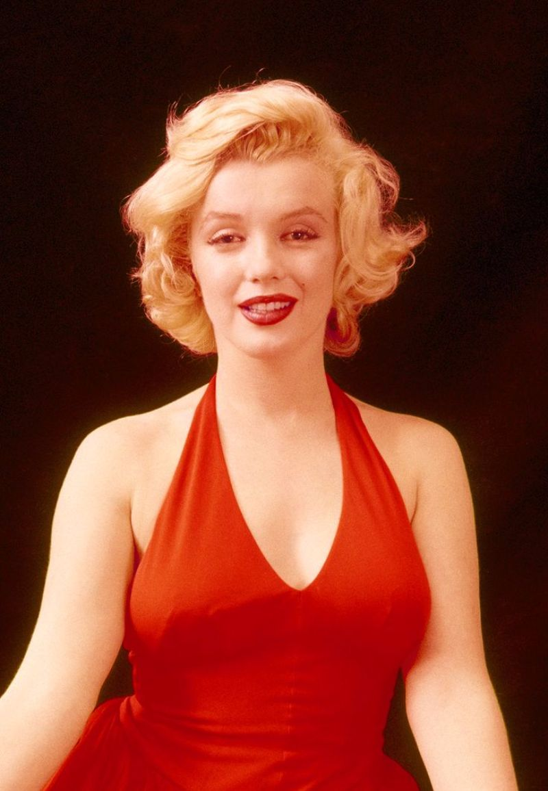 Marilyn Monroe Living Room Decor: Behind The Scenes Photos Of Marilyn Monroe Playfully Poses