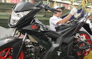 Warna terbaru Honda Sonic 150 tahun 2016 Agresso Matte Black