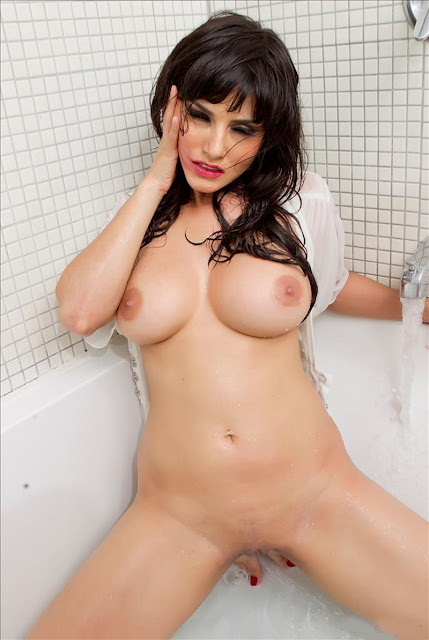 Sunny Leone Swimming Pool Bathing Naked Brown Pussy Xxx Photo