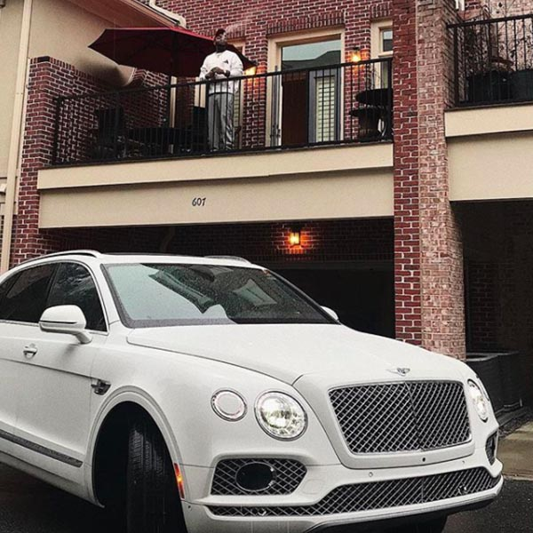 See Photo of Davido With his New Bentley Bentayga In Front