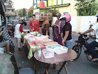 Pedagang Takjil Warnai Ruas Jalan Kota Benteng, Kepulauan Selayar