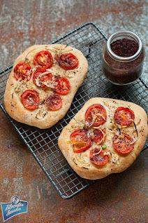 Płaskie chlebki z sumakiem