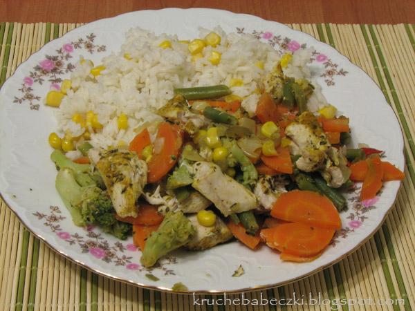 Kurczak z warzywami gotowany na parze