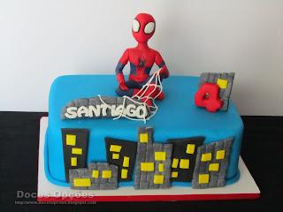 O Homem aranha foi ao 4º aniversário do Santiago