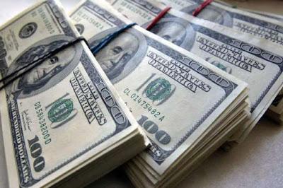 Вражаючі дані: розповіли, скільки грошей українці вислали з Польщі за 3 місяці
