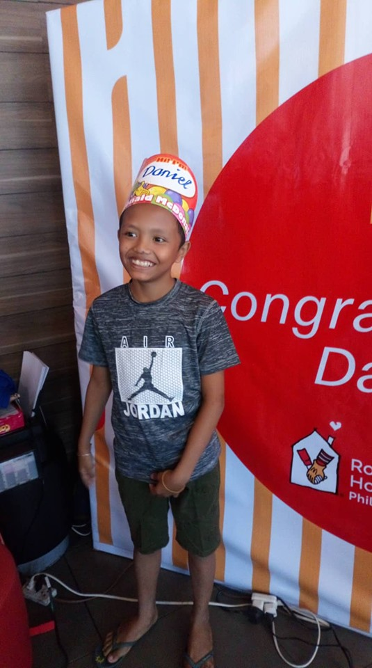 Kid who went viral for studying outside McDonald's gets free graduation party