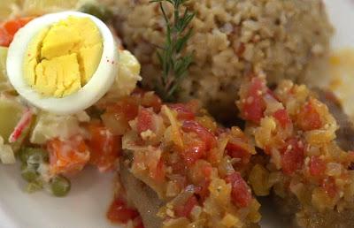 Almôndegas com creme de maionese e arroz integral