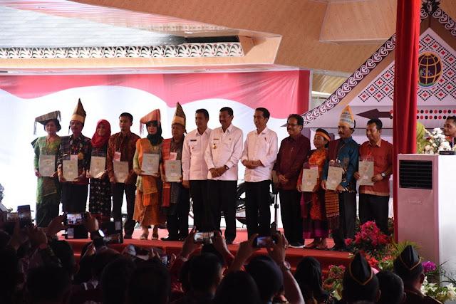 Presiden Jokowi Serahkan 7000 Sertifikat Tanah Dalam Kunjunganya di Siantar