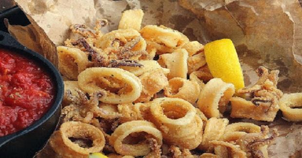 Fried Calamari With Marinara